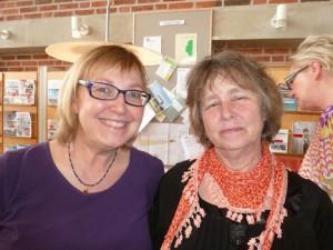 Ylva Stockelberg (är bredvid Isabelle Halvarsson) berättade om sin bok  Gör som katten.