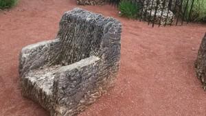 En av många stolar, de flesta är gungstolar